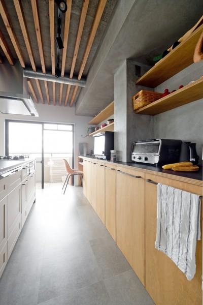 キッチン (生き物を愛するアースカラーのおうち)