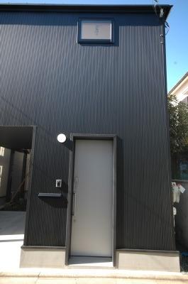 18坪の土地に建つ中庭型住宅の部屋 玄関