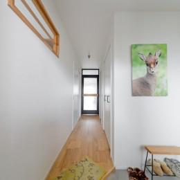 生き物を愛するアースカラーのおうち (玄関)