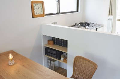キッチン (S邸-物件探しに2年。窓からの景色をいかしたリノベ)
