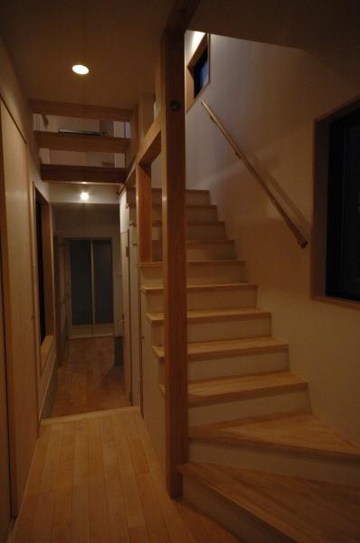 18坪の土地に建つ中庭型住宅の部屋 玄関・階段