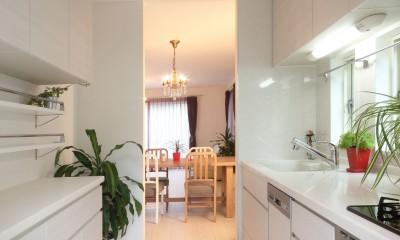 収納を充実させたキッチン|ヨーロピアンシンプルハウス