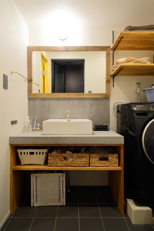 "『carrousel』 ― ""好き""を散りばめた、回遊する家 (モルタルで造作した洗面台)"
