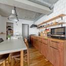 懐かしいのに新しい、ノスタルジックな家の写真 キッチン