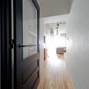 懐かしいのに新しい、ノスタルジックな家の写真 廊下