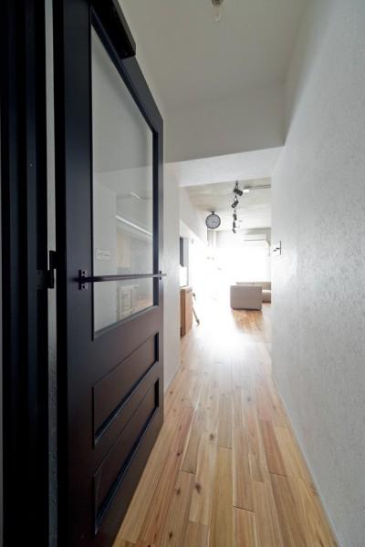廊下 (懐かしいのに新しい、ノスタルジックな家)