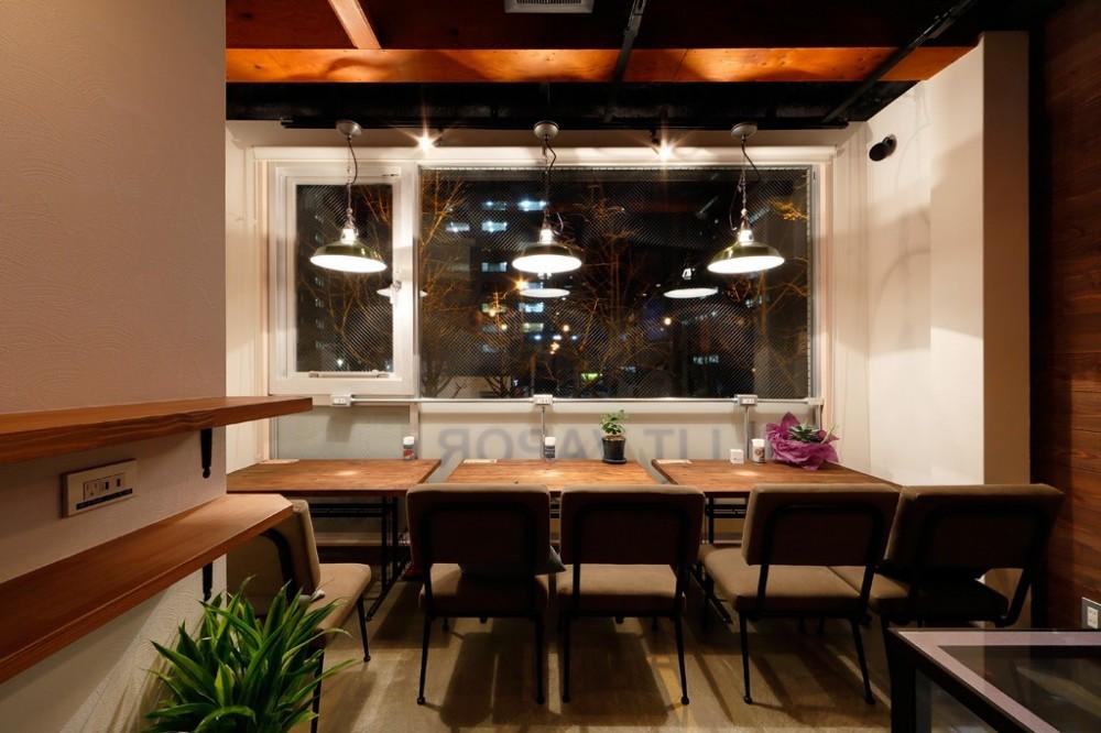 VAPE BAR『LIT VAPOR VAPE Bar & Lounge』 (店内全体を眺める)