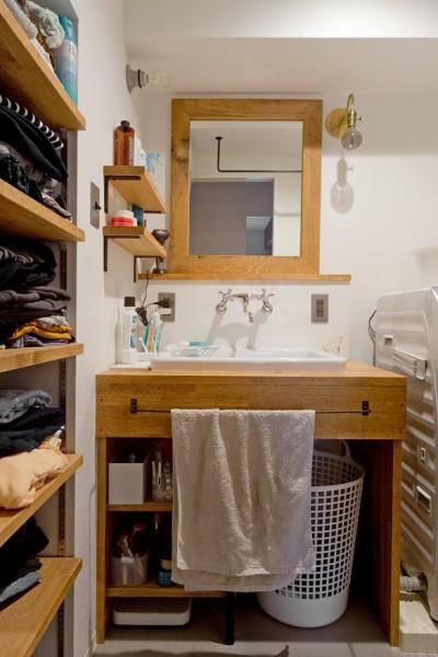 洗面所 (懐かしいのに新しい、ノスタルジックな家)