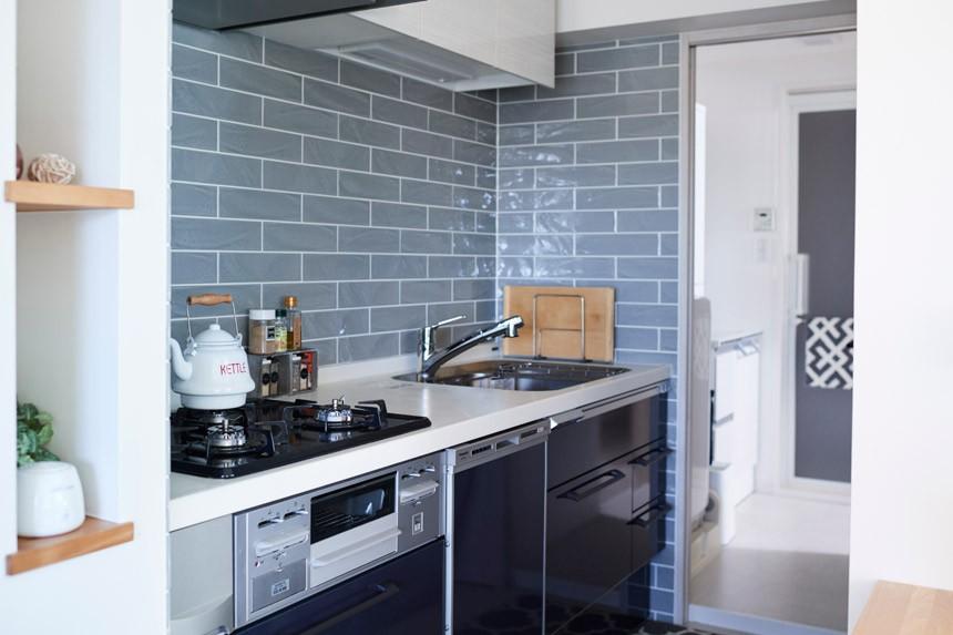 愛猫もうれしい、住み替えなしのリノベーション。20年来の我が家をグッと快適に。 (キッチン~洗濯機~洗面~バス)