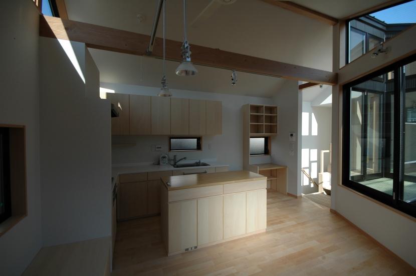 18坪の土地に建つ中庭型住宅の部屋 ダイニング・キッチン