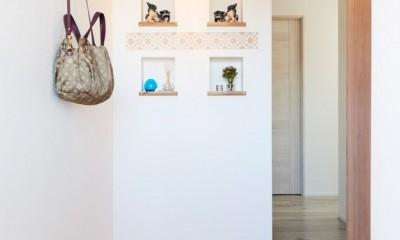 ニッチのある玄関|愛猫もうれしい、住み替えなしのリノベーション。20年来の我が家をグッと快適に。
