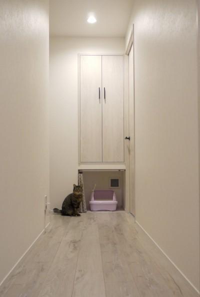 換気扇でにおいも緩和。ネコトイレ。 (愛猫もうれしい、住み替えなしのリノベーション。20年来の我が家をグッと快適に。)