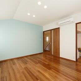 開放的なナチュラルリビング空間 (開放的な洋室)
