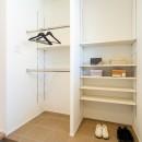 シンプルにおしゃれに暮らす塩系インテリア「imai-segeo」の写真 玄関収納