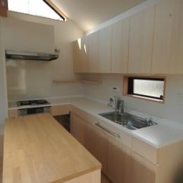 18坪の土地に建つ中庭型住宅 (キッチン)