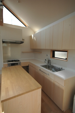 18坪の土地に建つ中庭型住宅の部屋 キッチン