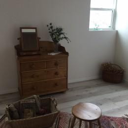 寝室 (オープンハウスでのアンティーク家具・雑貨コーディネート〜高原の中の家〜)