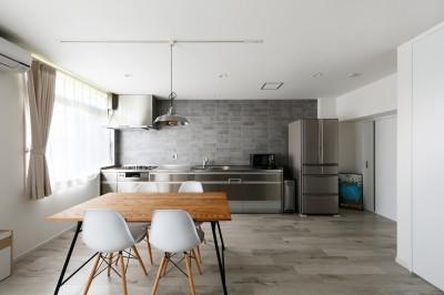 上質キッチンが映えるシンプル&モダンな空間 (こだわりのステンレスキッチン)