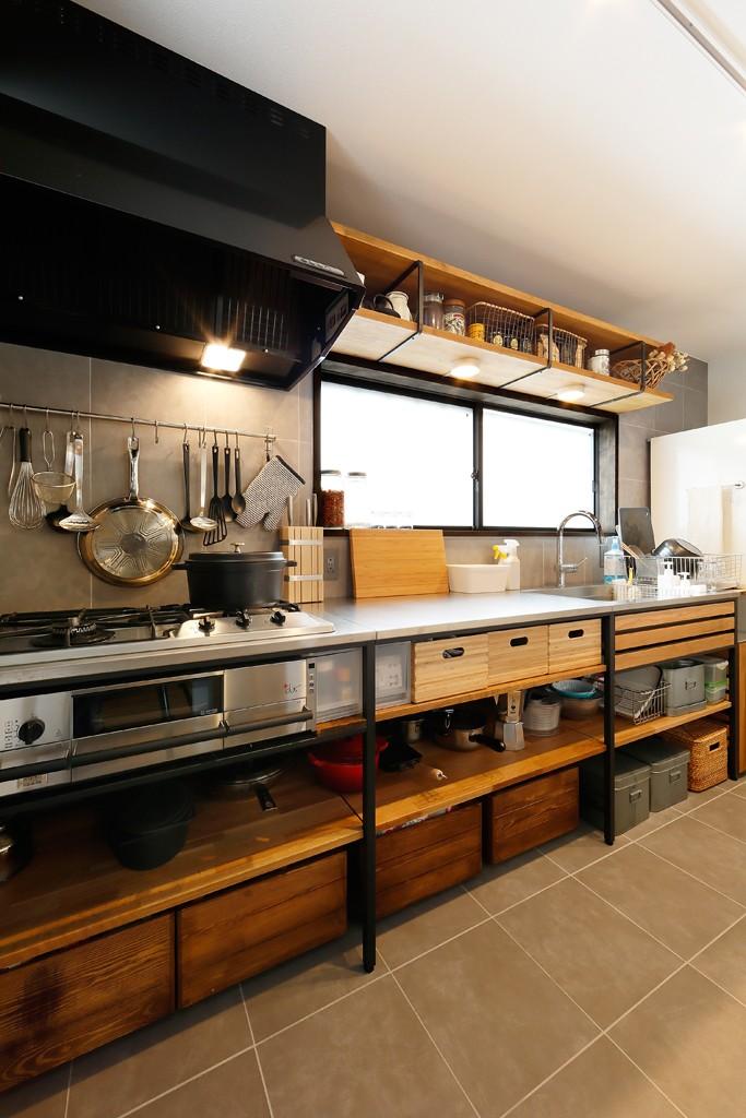 中古戸建を、木と土間とアトリエがあるシンプル空間に (こだわりのキッチン)