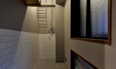 家族の間取りに玄関土間&タイルをプラス。シックカラーのリノベーション住まい (玄関スペース)