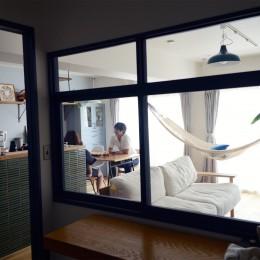 ワークスペース室内窓 (『a continue』 ― 「これから」を描く部屋)