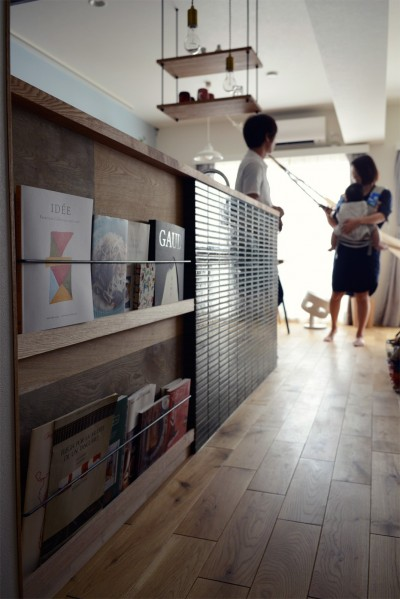 『a continue』 ― 「これから」を描く部屋 (キッチン腰壁のマガジンラック)