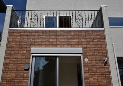 鋳物製作もののフェンス (都内郊外型、1種低層の重厚な家)