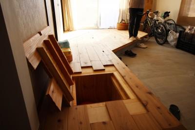 玄関の床下収納 (OUTDOOR FAMILY)