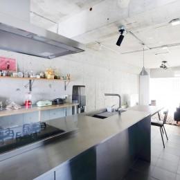 開放感に満ち溢れたラフ空間 (キッチン)