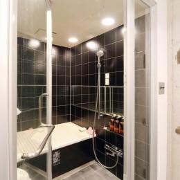 開放感に満ち溢れたラフ空間 (バスルーム)