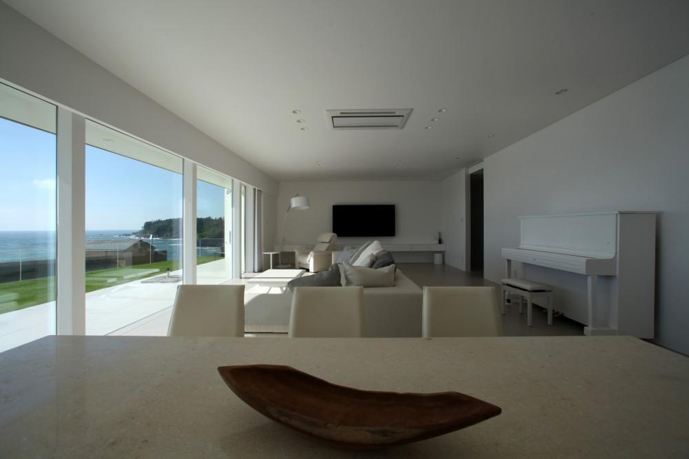 浅薄の家(せんぱくのいえ)~海を眺める白い家~ (白を基調としたLDK)