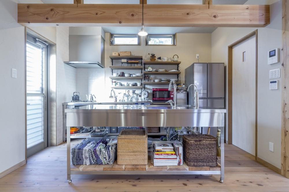 自然素材に囲まれた個性豊かな終の住処 (キッチン)