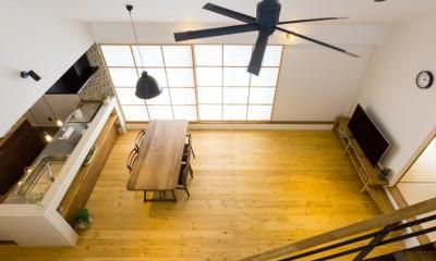 Kolmio - 三角屋根が特徴的な平屋みたいな2階建て (リビングダイニング)
