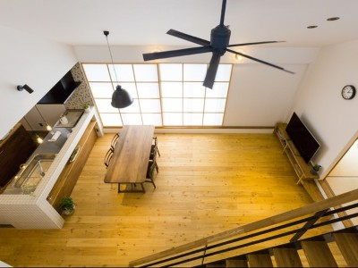 リビングダイニング (Kolmio - 三角屋根が特徴的な平屋みたいな2階建て)