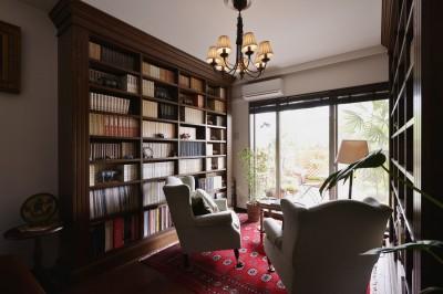 本棚 (重厚感のあるエレガンスな住まい)