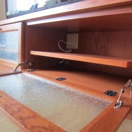 オーダーメイド家具&無垢材でお好みのインテリアに合う空間に (リビング)