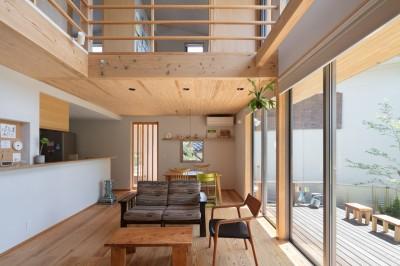 飯倉の家 (木の温もりを感じるリビング)