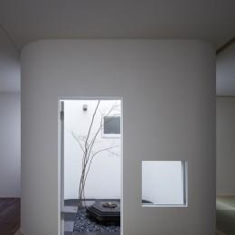清水谷の家 (中庭)