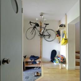 一緒に作るDIY住宅 (玄関は必要最低限の広さに。)