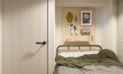 就寝時に使う小物は有孔ボードを使って収納@デコレーション・ハウス|デコレーション・ハウス