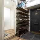 デコレーション・ハウスの写真 造作棚で靴もディスプレイ@デコレーション・ハウス