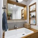 デコレーション・ハウスの写真 業務用シンク+グレータイル+木枠@デコレーション・ハウス