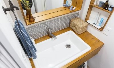 木枠の幅を広めにとって洗面小物を整列収納@デコレーション・ハウス|デコレーション・ハウス