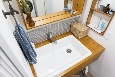 木枠の幅を広めにとって洗面小物を整列収納@デコレーション・ハウス (デコレーション・ハウス)