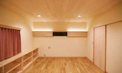珪藻土の自然素材リフォーム (間接照明のベッドルーム)