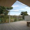 帝塚山の家の写真 池を望むテラス