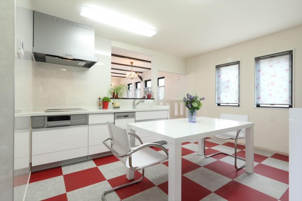 小さなイングリッシュコテージレストラン、まあさの家 (イギリスのビビットなキッチン)
