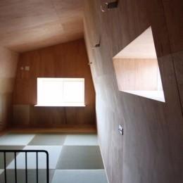 箕面森町の家:屋根裏ゲストルームのある平屋建て住宅