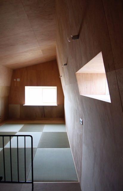箕面森町の家:箕面森町の注文住宅 . 屋根裏ゲストルームのある平屋建て住宅 (ゲストルーム)