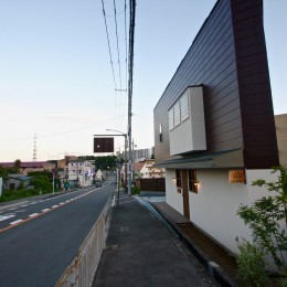 箕面の家:店舗付き住宅 (外観)